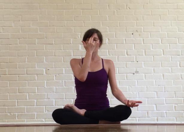 alternate nostril breathing yoga pranyama